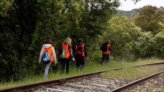 Senderistas por el valle del arroyo Morgado